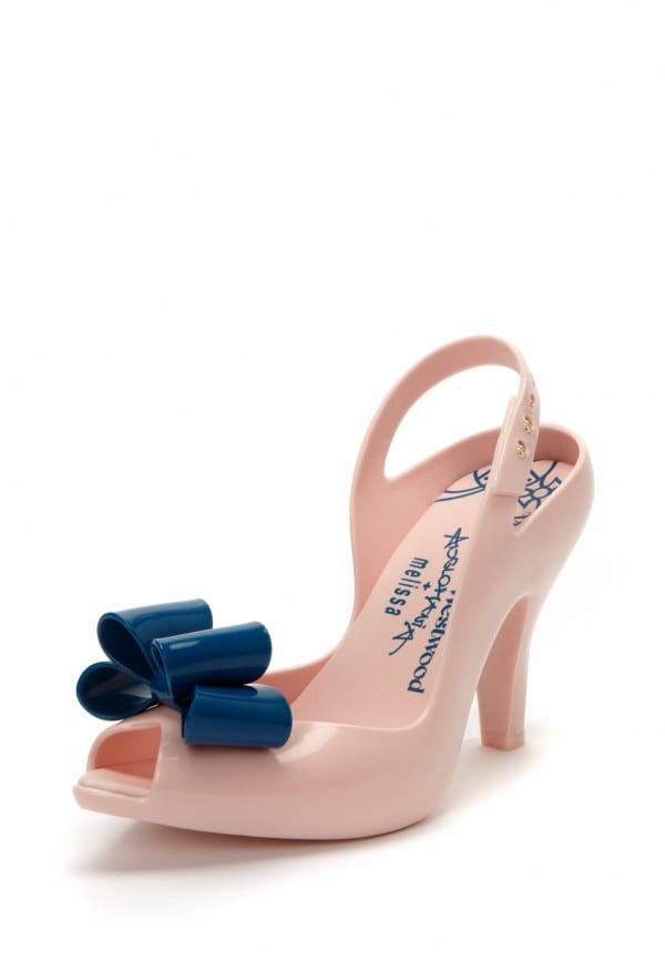 Sapato de noiva rosa com laço azul para casamento: Melissa Vivienne Wetswood.