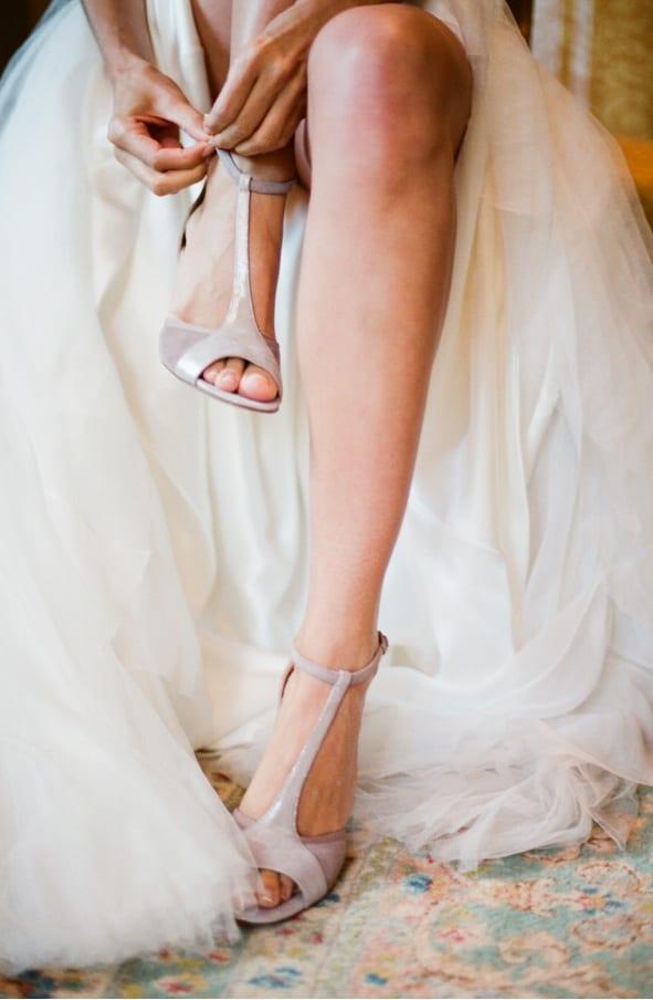 Sandália de noiva para casamento da Repetto. Foto: Elisa B Photography