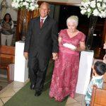 Fotos de casamento: avô e avó entram com as alianças. Fabiano Jardini.
