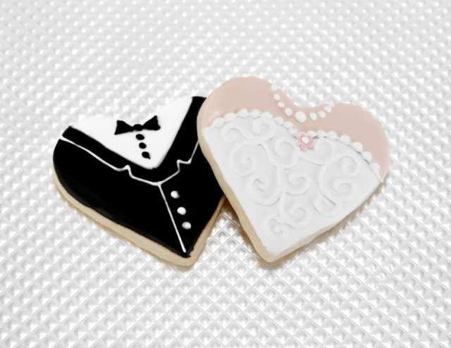 Biscoitos decorados em formato de noiva e noivo para casamentos. Foto: Sweet E's Bakeshop.