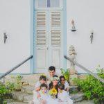 Casamento no campo: trajes de daminhas de honra e pajens de amarelo e branco. Foto: Clique Pausa.