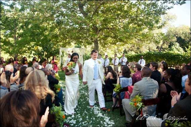 Casamento na vinícola: cerimônia ao ar livre. Foto: Lili Durkin.