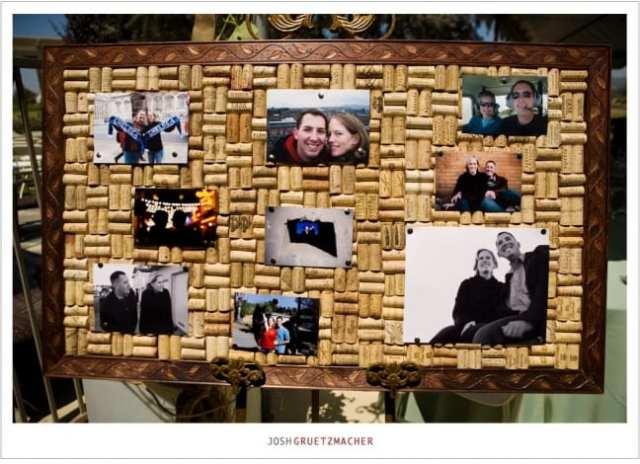 Painel de fotos de rolha com fotos dos noivos no casamento na vinícola. Foto: Josh Gruetzmacher.