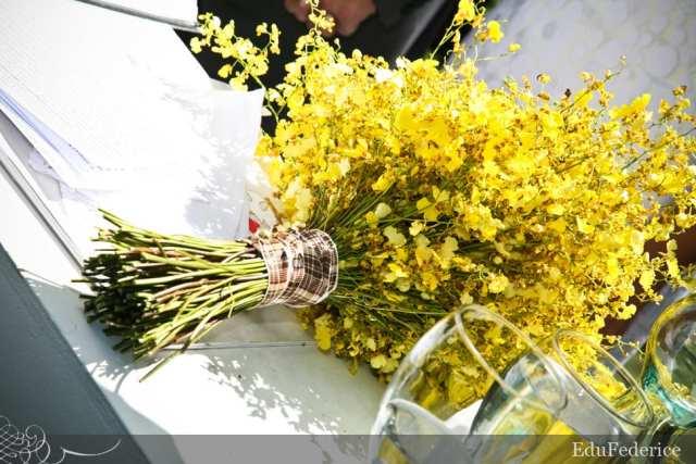 Buquê de noiva amarelo de chuva-de-ouro (orquídea tipo oncidium). Foto: Edu Federice.