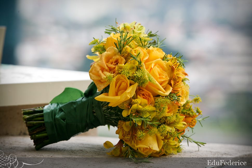 Buquê de noiva amarelo com rosas. Foto: Edu Federice.