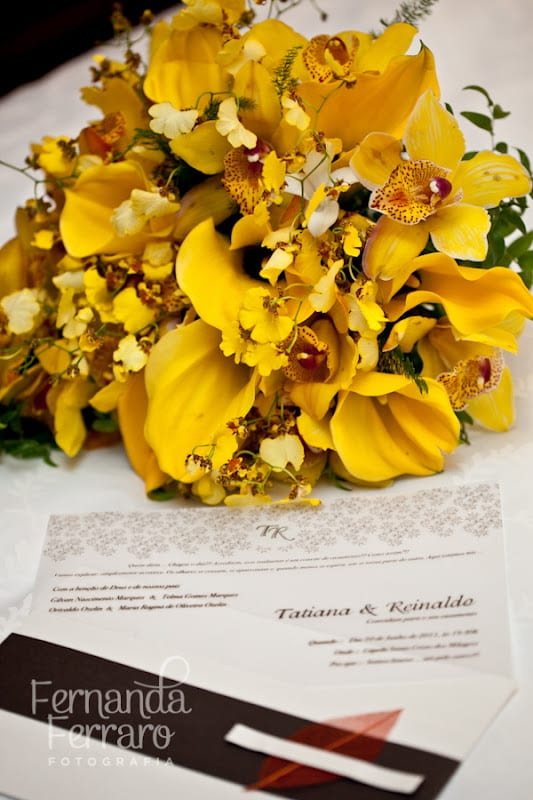 Buquê de noiva amarelo de orquídeas. Foto: Fernanda Ferraro.