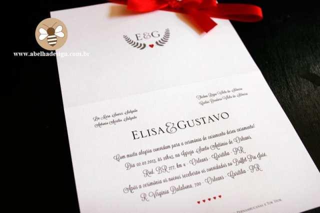 Convite de casamento com monograma em vermelho, preto e branco. Foto: Abelha Design.
