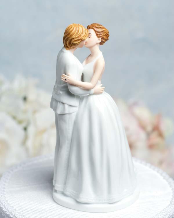 Topo de bolo para casamento gay com duas noivas em porcelana.