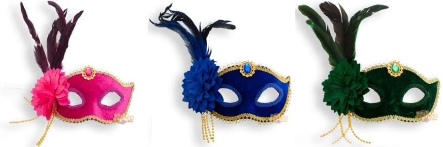 Máscaras de carnaval venezianas coloridas em camurça.