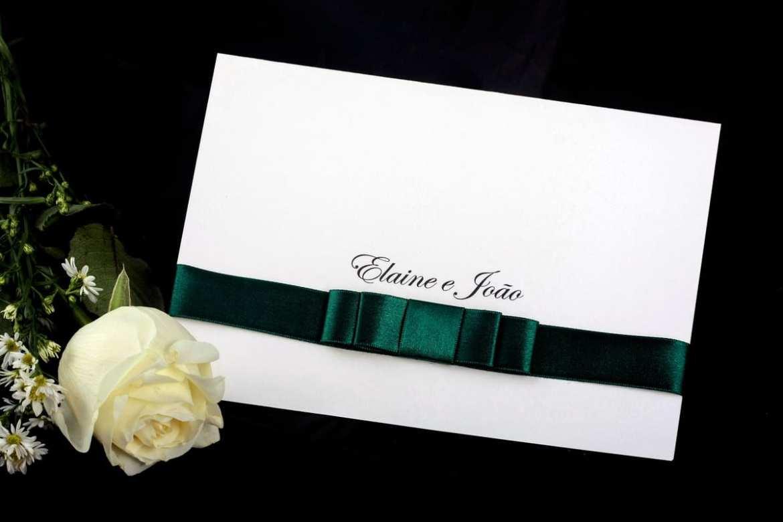 Convite de casamento dobrado barato (branco e verde).