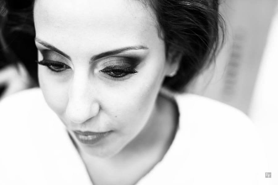 Maquiagem para noivas: olhos bem marcados com sombra esfumada. Foto: Edu Federice.