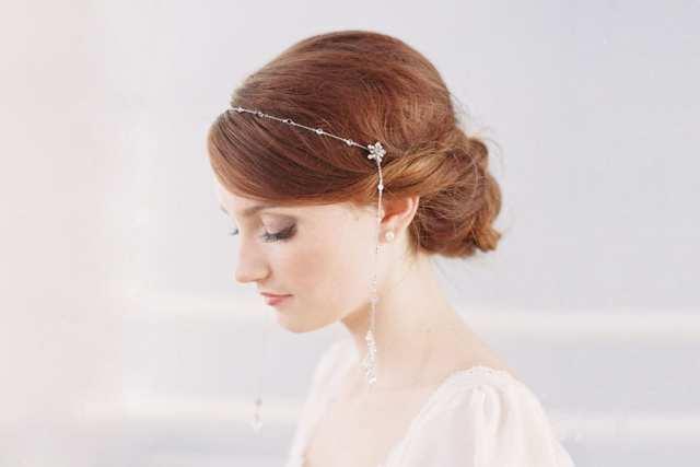 Acessório de cabelo para noiva: fio prateado.