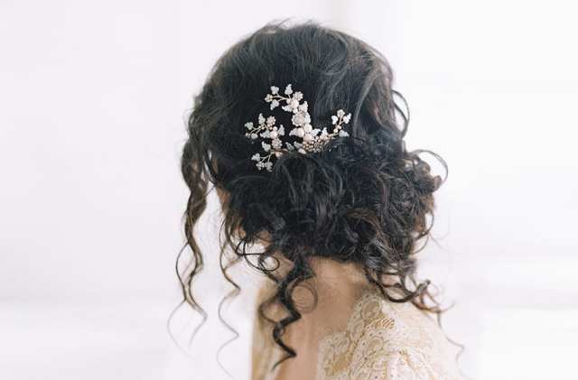 Acessório de cabelo para noiva: flor metal.