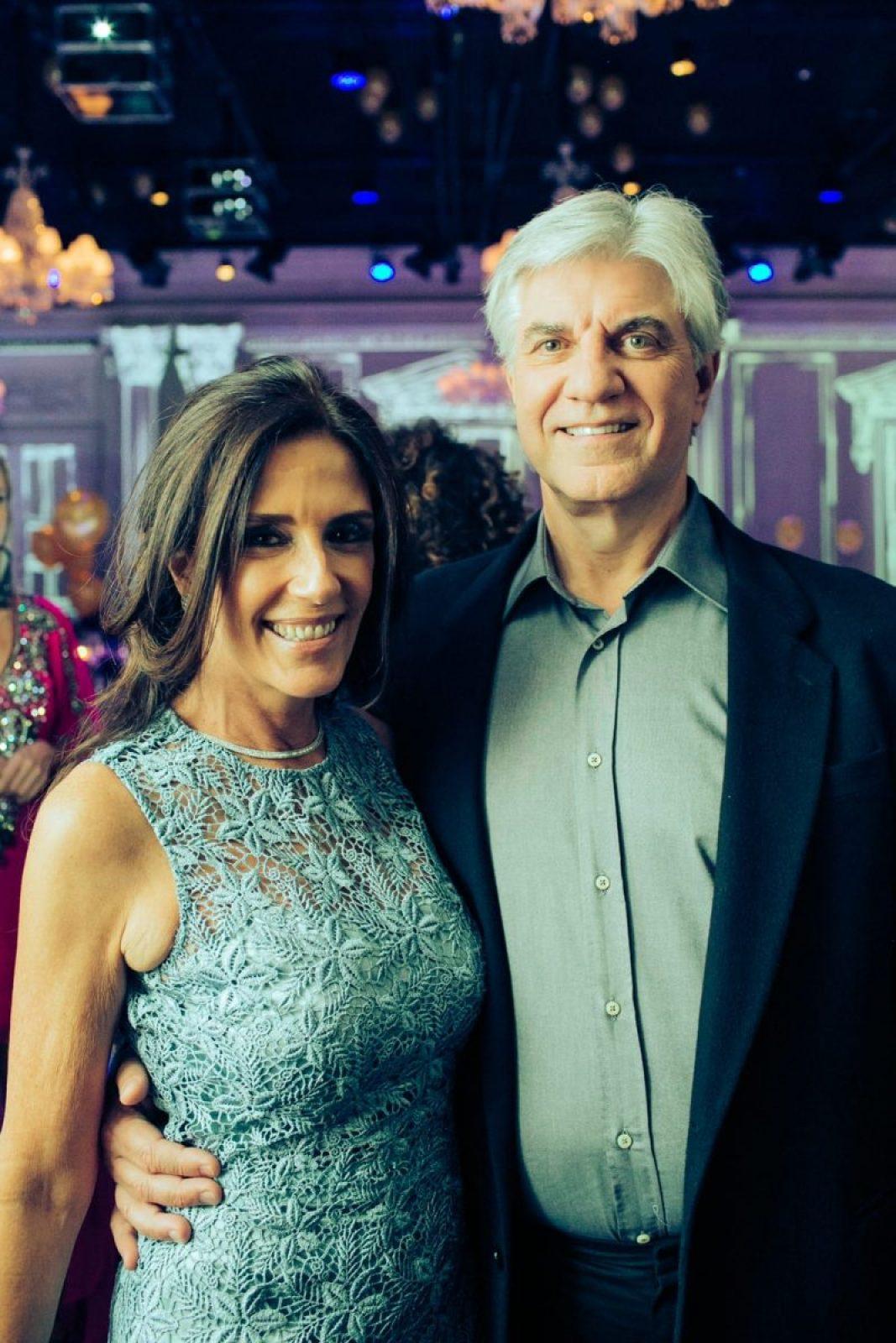 Gisela Prochaska e o namorado Nelson Girardi no casamento de Roberto Justus e Ana Paula Siebert.