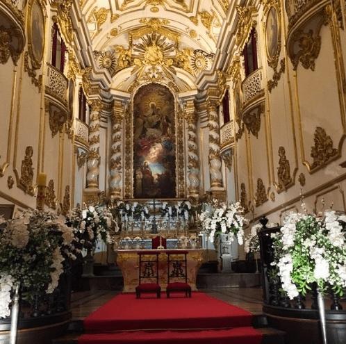 Decoração da igreja no casamento de Preta Gil e Rodrigo Godoy.