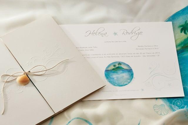 Convite de casamento em aquarela Bia Coutinho Conviteria com tema praia e conchinha no barbante.