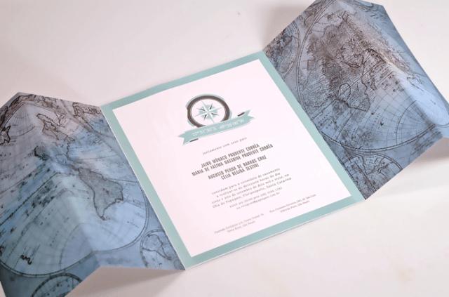 Convite de casamento com mapa mundi, coordenadas geográficas do casamento e bússola. Da Dom Bosco.