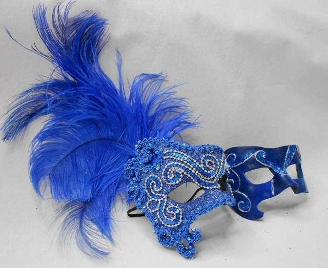 Máscaras venezianas luxo de carnaval para casal em azul.