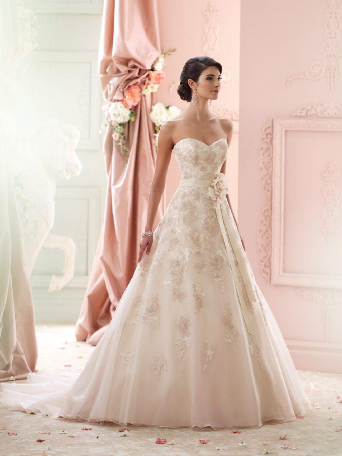 Vestido de noiva tomara-que-caia corte princesa. Da Tutti Sposa.