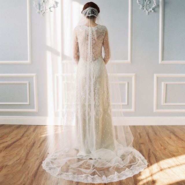 Véu de noiva longo: bordado e transparente, da Erica Elizabeth Designs.