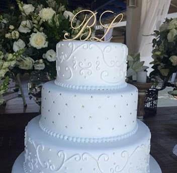 Topo de bolo de casamento com letras da Momentos Preciosos na feira de noivas Cheers Off.