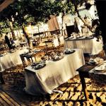 Casamento na praia Tabi e Carlos: decoração rústica. Foto: André Pinnola