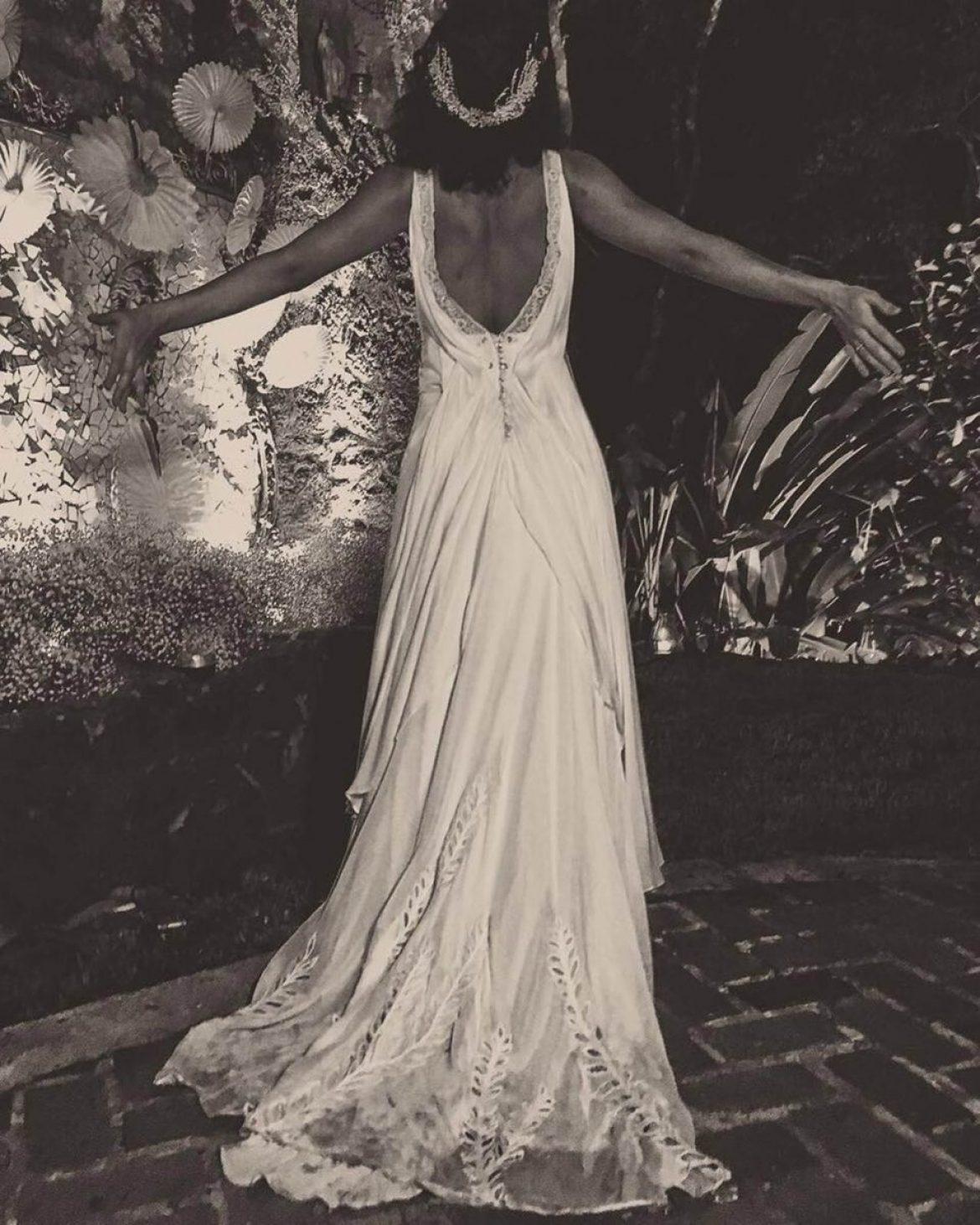 Vestido de noiva da atriz Débora Nascimento para casamento com José Loreto, assinado pela estilista Emannuelle Junqueira.