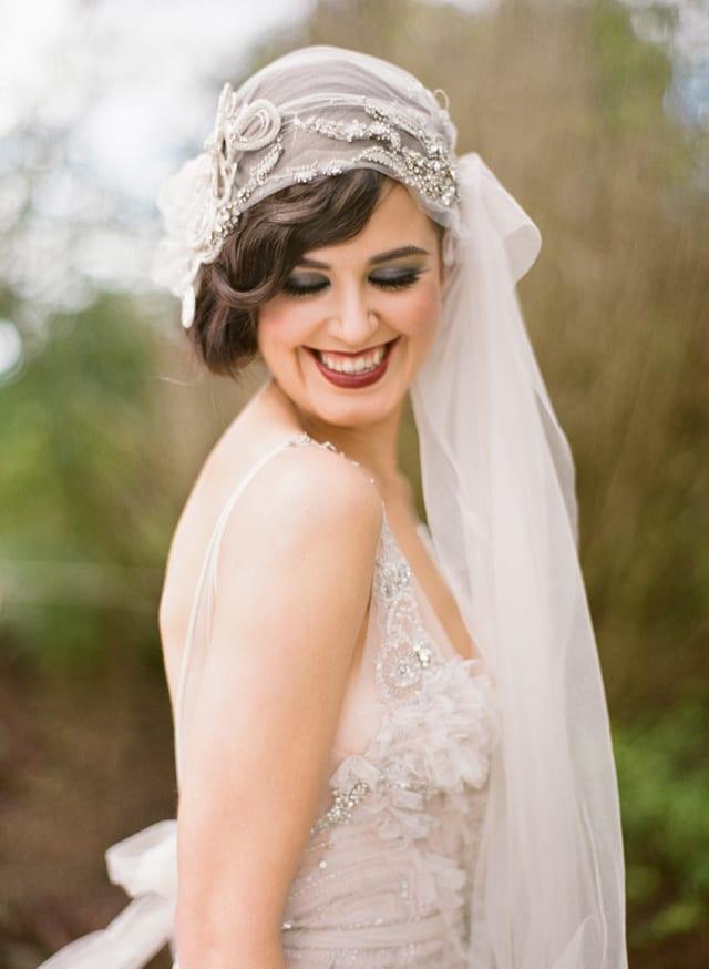 Véu de noiva vintage, estilo bandana, para noiva retrô estilo anos 20. Foto: Jodi McDonald.