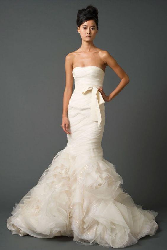 Vestido de noiva creme, off white, não branco, de Vera Wang, modelo Gemma (usado por Hillary Duff).