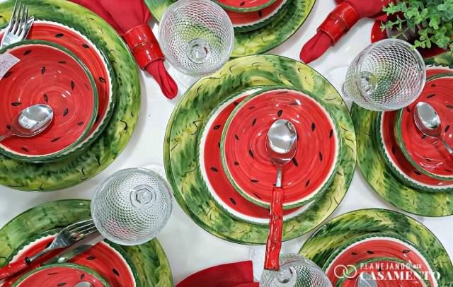 Lista de presentes de casamento: aparelho de jantar de melancia na loja de casa e decoração RS Casa. Foto: www.planejandomeucasamento.com.br