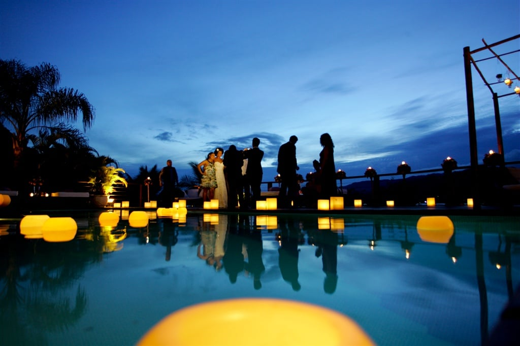 Espaços para casamento na praia em Ilhabela: Barra do Piúva Porto Hotel. Veja mais locais no site Planejando Meu Casamento ( www.planejandomeucasamento.com.br ).