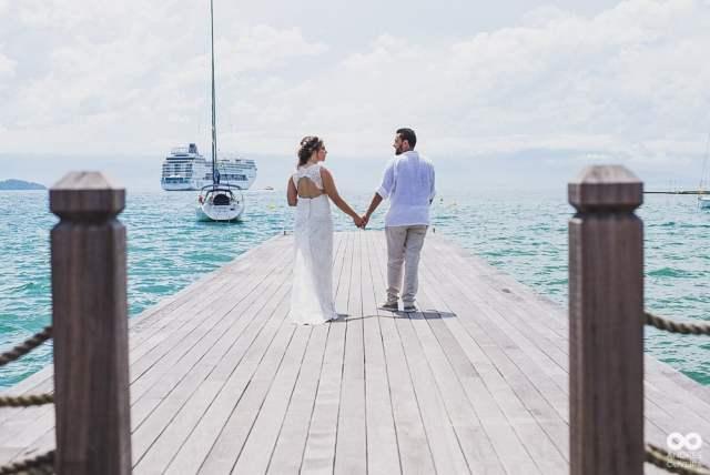 Melhores fotógrafos de casamento na praia (Ilhabela, Maresias e São Sebastião): Ândres Oliveira. Mais inspirações no site Planejando Meu Casamento ( www.planejandomeucasamento.com.br ).