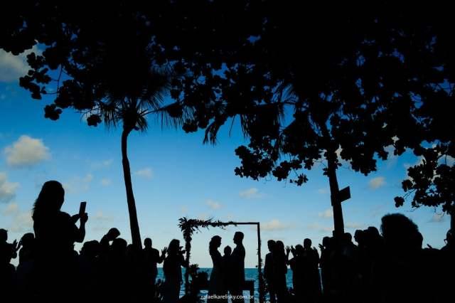 Melhores fotógrafos de casamento na praia (Ilhabela, Maresias e São Sebastião): Rafael Karelisky. Mais inspirações no site Planejando Meu Casamento ( www.planejandomeucasamento.com.br ).
