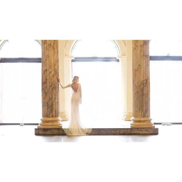 Vestidos de noiva glamourosos e vintage de Carol Hungria. Foto: Rodrigo Sack. Mais inspirações no blog Planejando Meu Casamento ( www.planejandomeucasamento.com.br ).