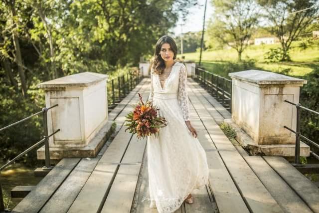 Vestido de noiva de manga longa para casamento no frio. Do Ateliê Lascivité. Foto: Juan Cogo Fotografia.