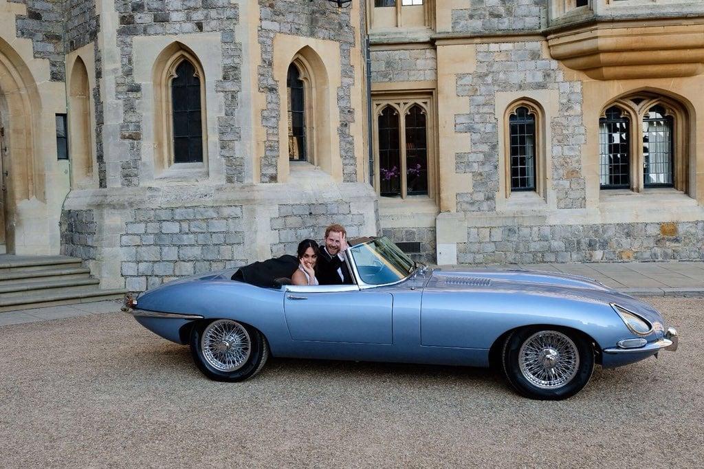 Carro dos noivos, Jaguar conversível, do casamento Real: Príncipe Harry e Megan Markle. Mais detalhes no blog www.planejandomeucasamento.com.br