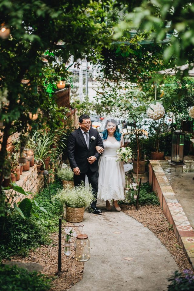 Casamento Dani e Raul: entrada da noiva no buffet Flores na Varanda em São Paulo. Foto: Canvas Ateliê.