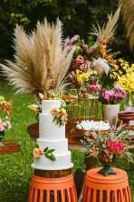 Bolo de casamento no campo feito por Cake Studio para evento de noivas Day Off na Fazenda 7 Lagoas. Foto: Danilo Siqueira.