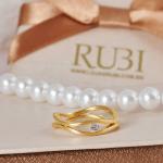 Aliança de casamento ondulada. Foto: Lojas Rubi.