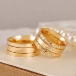 Aliança de casamento grossa com brilhantes. Foto: Lojas Rubi.