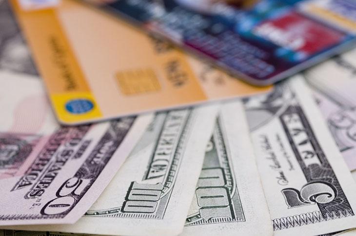 Qual a melhor forma de levar dinheiro pro exterior?