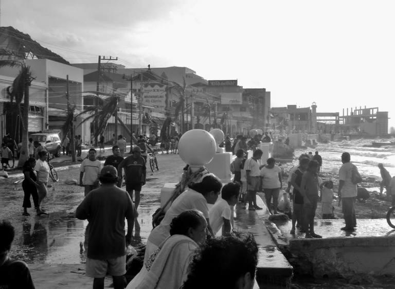 Avenida beira-mar depois do furacão. Foto: De Lille Sports