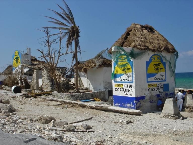 Clube de praia Playa Corona destruído