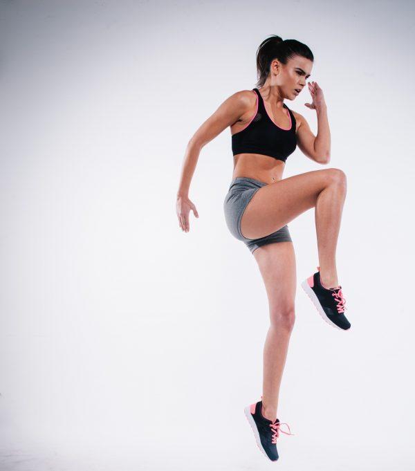 Ejercicio de fuerza para corredores. Skipping