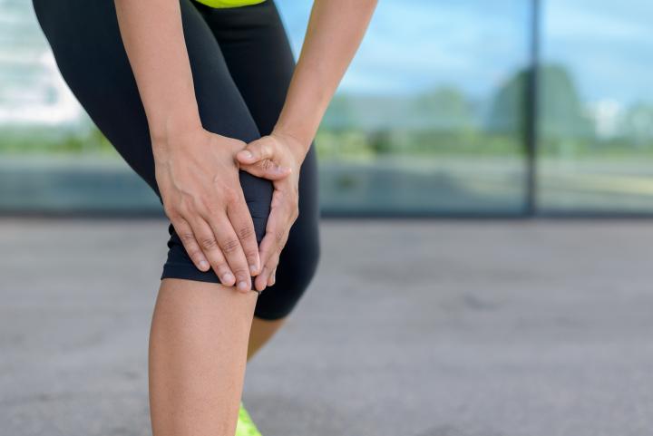 lesiones corredor sinrome de la banda iliotibial: tratamiento, ejercicios, causas, prevención