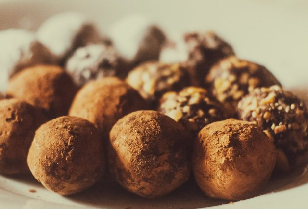 Faire des truffes au chocolat maison.