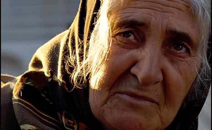 Cum să vă mențineți pielea fermă pe măsură ce îmbătrâniți