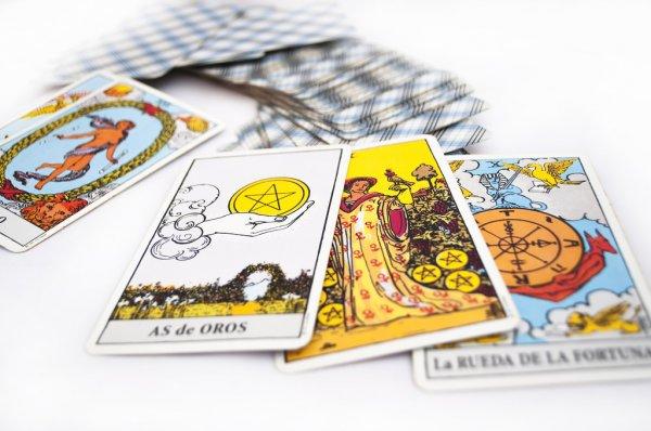 Arcanos do Tarot: O Mundo 21, Ás de Ouros, 9 de Ouros e Roda da Fortuna 10