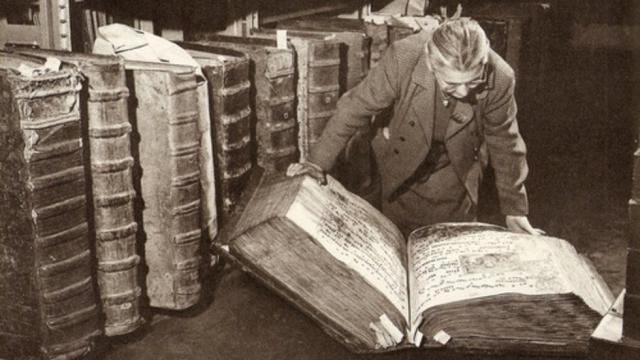 Libros Gigantes en el Castillo de Praga ¿Prueba de Humanos Gigantes?