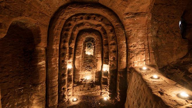 Agujero de Conejo Conduce a Cueva de Caballeros Templarios
